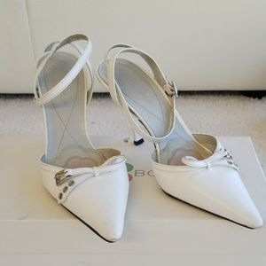 White pointy toe wrap around